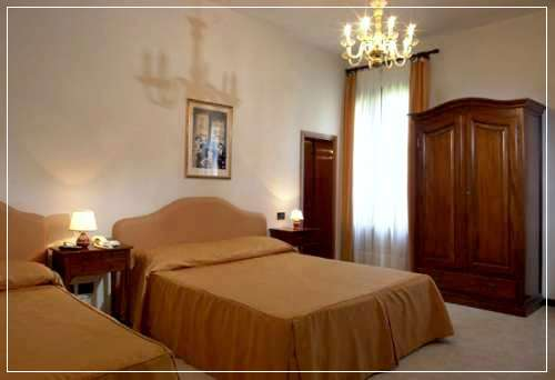 hotel iris in venedig venezia italien. Black Bedroom Furniture Sets. Home Design Ideas